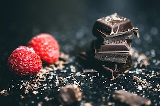 dark chocolate reduces LDL cholesterol levels.